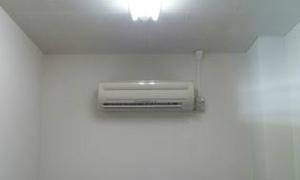 京都市内で壁掛けルームエアコンの取付工事!エアコンでお困りの事は京都・滋賀のデヴァシオンまで!