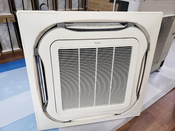 当社の店舗用中古エアコン!エアコン取付・取外・入替は京都のデヴァシオン!