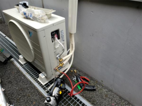 店舗用エアコン以外も必ず真空引作業!エアコン取付・取外・入替は京都のデヴァシオン!
