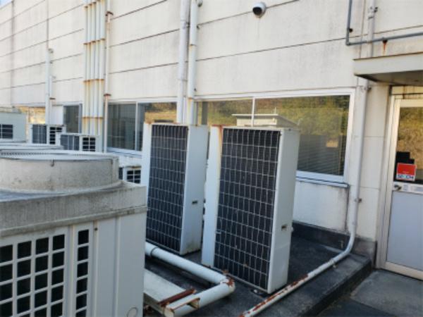 エアコンの後ろ姿でわかってしまう……  エアコン販売、工事ならデヴァシオン!