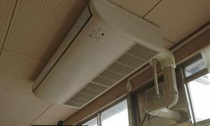 学校にもエアコン取付工事に行ってま~す。業務用エアコンのプロ!