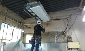 エアコン工事頑張ってます(^O^)業務用エアコンは京都・滋賀のデヴァシオン!