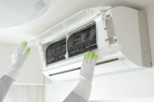 エアコン掃除を業者に依頼する目安★エアコンでお困りの事はデヴァシオンまで!