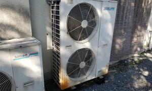 フロン22を使用した業務用エアコンはガスの補充は出来ません(((^^;)