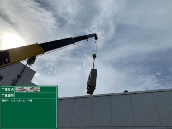 滋賀で業務用エアコン入替工事!室外機はユニックにて搬出入です。