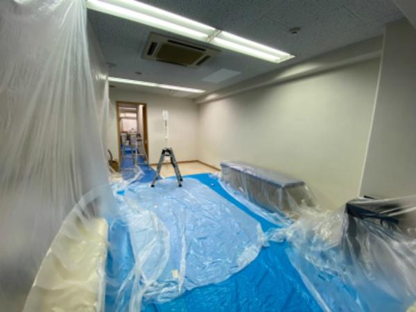 既存建物でのエアコン工事の基礎(^-^)/養生作業です!京都・滋賀の業務用エアコンはデヴァシオン!!