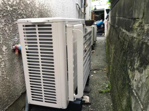 エアコン室外機の吹出しに風向調整板取付~!京都・滋賀拠点!エアコンマイスターは空調設備のプロです