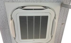 滋賀で業務用エアコン故障!即日入替工事です!どんどん暑くなって来ますね!
