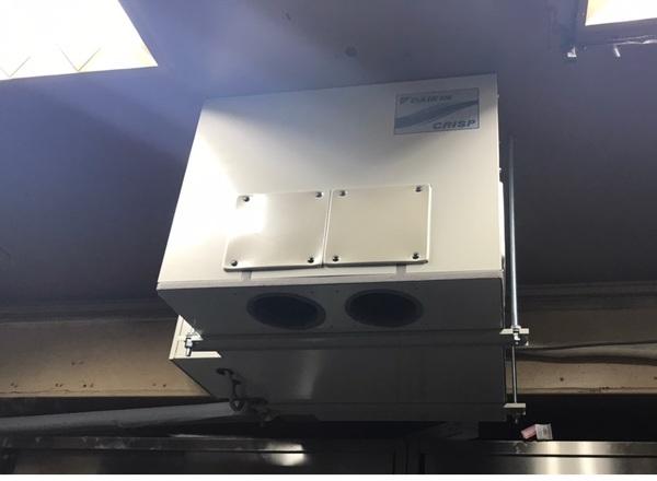 灼熱厨房にスポットエアコン設置作業!京都・滋賀拠点!エアコンマイスターは空調設備のプロです