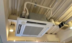 スケルトンの天井に4方向カセットエアコンがスッキリ収まりました!