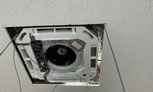 4方向カセットエアコン更新工事!業務用エアコン在庫有ります!