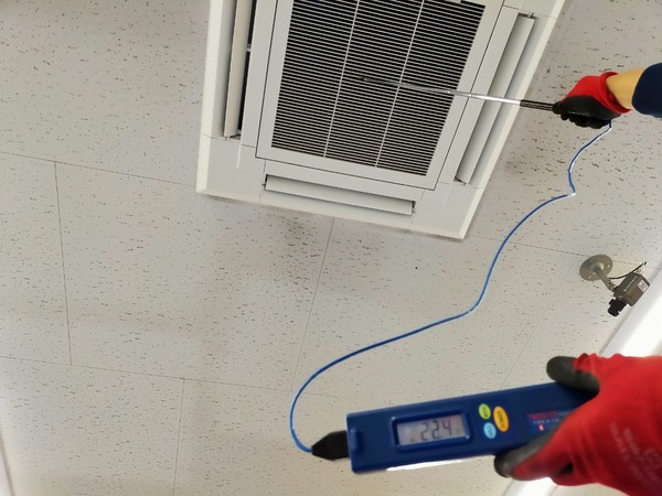 冷房時、エアコン吹出温度は、吸込温度マイナス10℃程度が基準です(^-^)/
