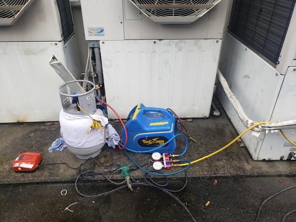 京都にてガスヒートポンプエアコンフロン回収作業!フロン漏洩点検もお任せ下さい。