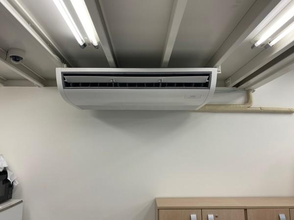 滋賀で天吊形エアコン故障で取替工事!業務用エアコン安い価格で販売してます!