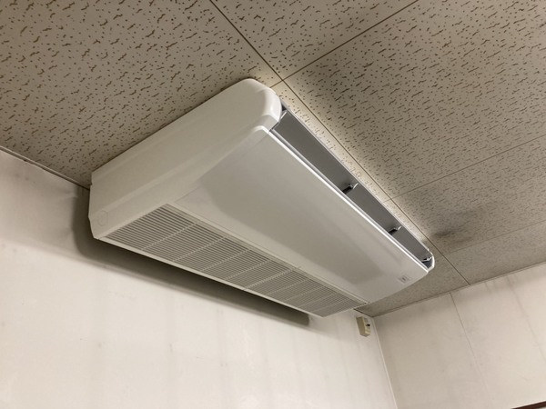 滋賀支店チームで天吊形業務用エアコン入替工事完了~~(^^ゞ