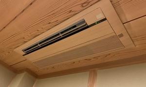 ハウジングエアコン入れ替え工事!木目調パネルはやっぱりいいですね!
