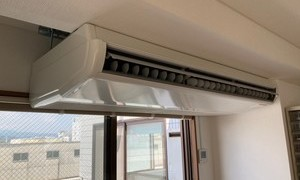 滋賀で天吊形エアコン故障で入れ替え工事!京都・滋賀拠点!エアコンマイスターは空調設備のプロです