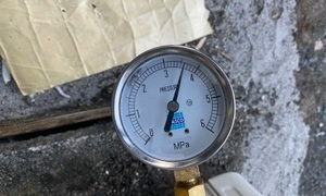 滋賀で配管再利用の業務用エアコン工事で気密試験もバッチリ!ガス漏れは無し!